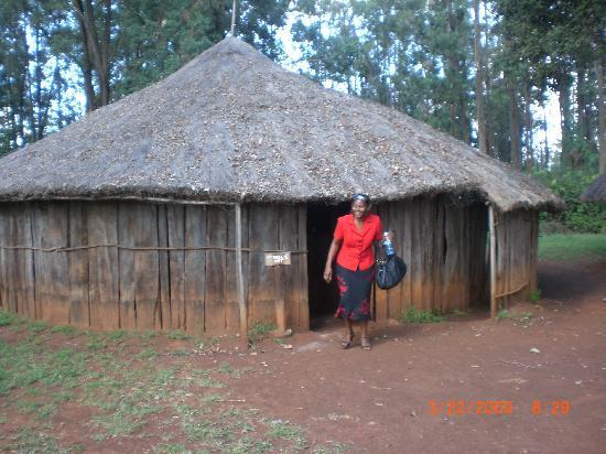 Bomas of Kenya: Never knew kikuyu original homes were made from wood and grass...