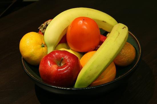 Hotel Meg: Daily serving of seasonal fruits.
