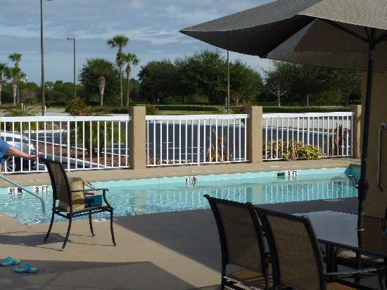 Comfort Inn: Der kleine Pool