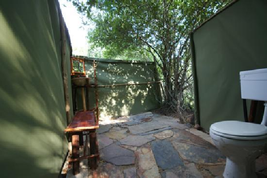 Calao Tented Camp: safari tent bathroom