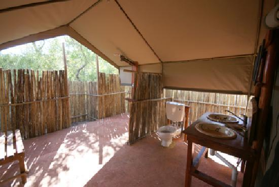 Calao Tented Camp: luxury tent bathroom