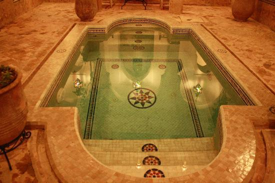 Riad Al Andaluz: The pool in the evening