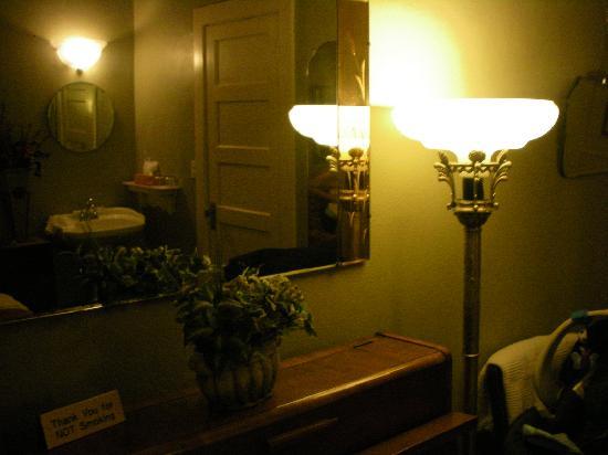 Hotel DeFuniak: art deco room