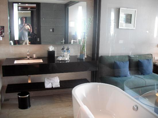 Hilton Bandung: Executive King (Deluxe rooms have no bath)