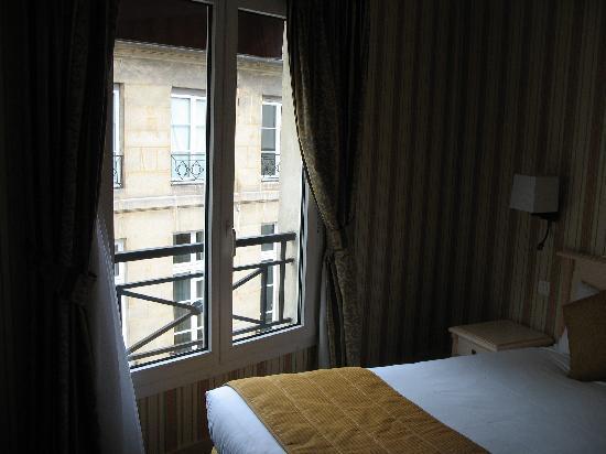Hotel Louvre Sainte Anne: Window that overlooked Rue Sainte Anne