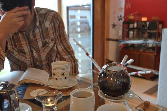 Ilaia Hotel: Enjoying tea on a relaxing afternoon