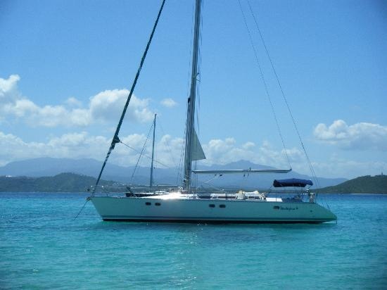Ventajero Sailing: Picture of Ventajero 4 from a secluded beach