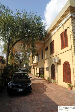 Continental Inn Islamabad : Driveway