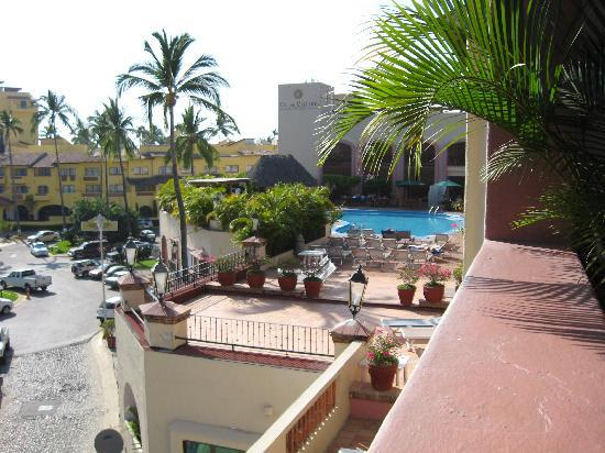 Villas Vallarta by Canto del Sol: villas pool toward canto