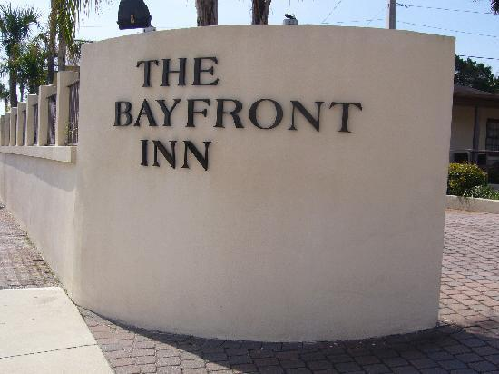 Bayfront Inn: Sign