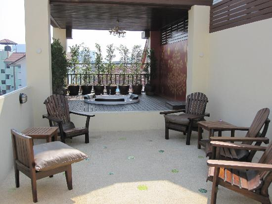 Anoma Boutique House: roof top patio and hot tub
