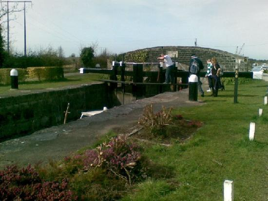 Robertstown Holiday Village: Lock at Marina...a lovely walk from cottages