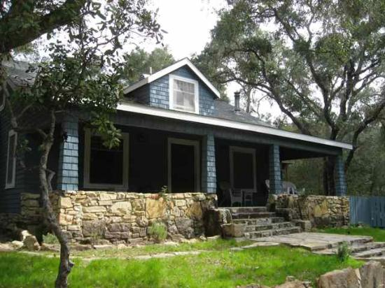 Dunning Ranch Guest Suites: Relax on the front porch