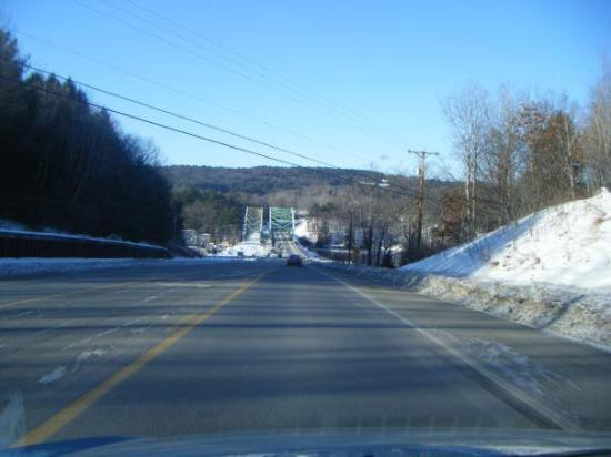 West Chesterfield, Nueva Hampshire: New Hampshire entering Vermont