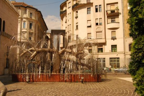 Holocaust Memorial Center : Tree sculpture in the jewish ghetto, each silver leaf has the name of a victum.
