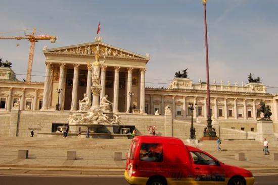 Parliament Building: Parliament in Vienna.