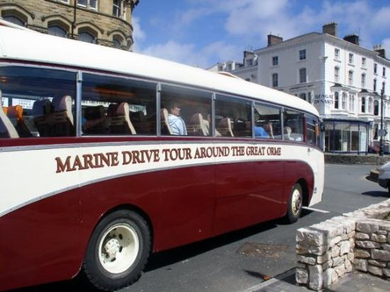 Llandudno, UK: This is the COOLEST tour bus I think that I've ever seen. It's another quaint photo I took in Ll