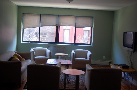 New York Hostel 99 : living room