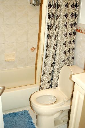 New York Hostel 99 : bathroom