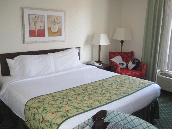 Fairfield Inn & Suites Mt. Laurel: Bed again
