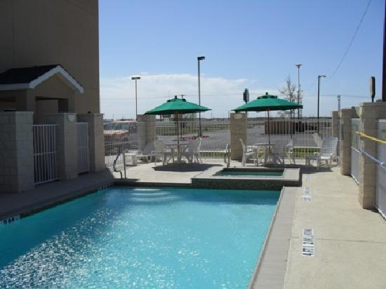 Country Inn & Suites By Carlson, Midland: Outdoor Pool and Hot Tub