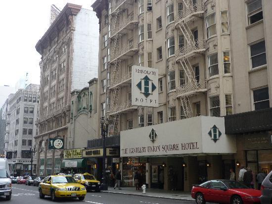 โรงแรมแฮนด์เลย์ ยูเนี่ยนสแควร์: Hotel Exterior