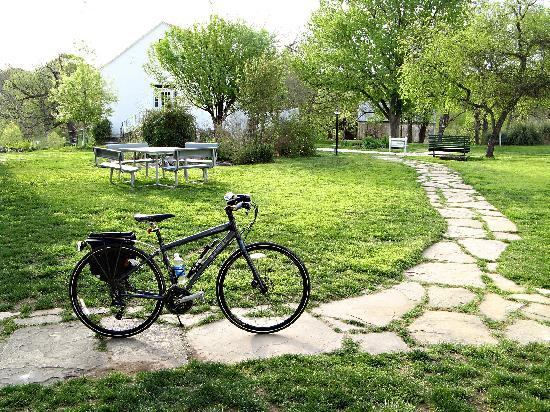 Landmark Inn State Historic Site: Beautiful grounds at the Landmark Inn