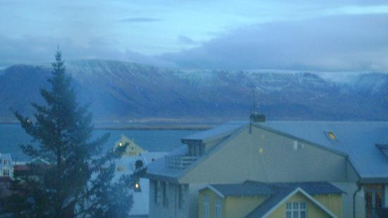 Hotel Leifur Eiriksson: A view of Esja from my other window.