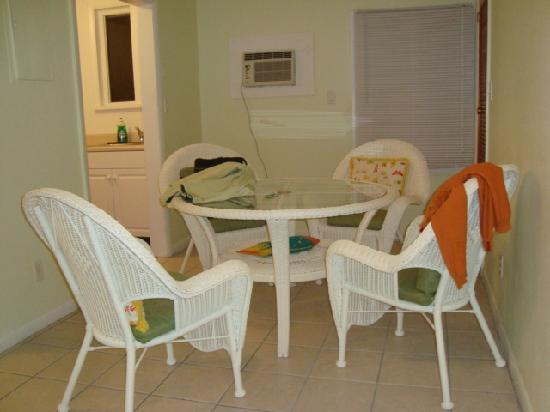 Key West Youth Hostel & Seashell Motel: El comedor