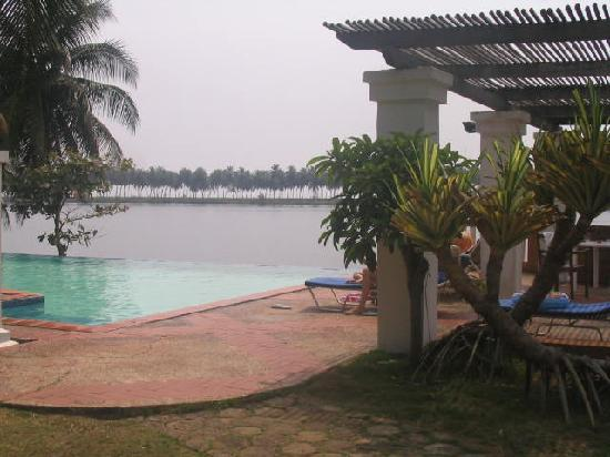 Assinie, Pantai Gading: The pool
