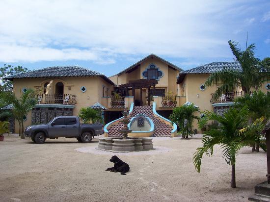 Caribe Tesoro: Courtyard