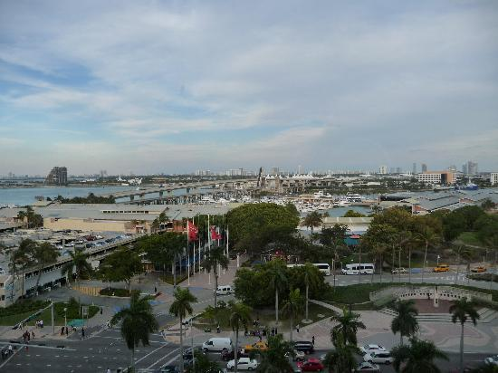 Holiday Inn Port of Miami Downtown: View out of our 10th floor bayside room