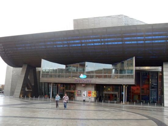 Salford, UK: The Lowry Art gallery.