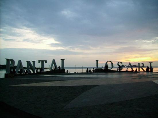 Makassar, Indonesia: Pantai Losari in Sunset