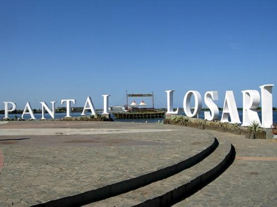 Pantai Losari is one of the favorite beach in Makassar