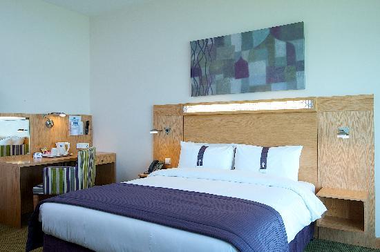 Holiday Inn Express Dubai Airport: Guest Room