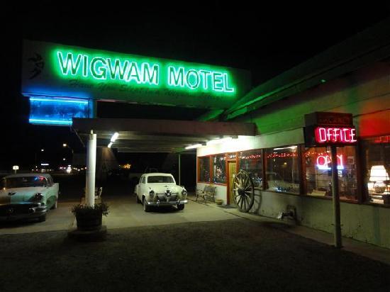 Wigwam Motel: 夜のオフィス
