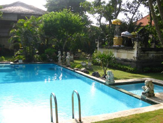 The Sari Beach : piscine