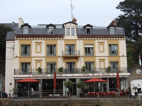 Hotel De La Vallee : The hotel from outside