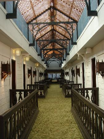 Southern Sun Mayfair Nairobi: Corridor in the colonial building