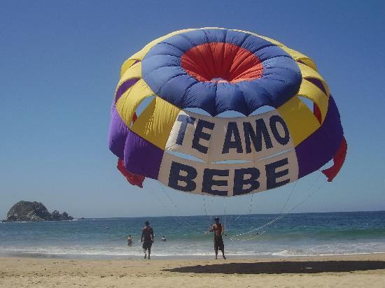 Barcelo Ixtapa: Parachute sur la plage