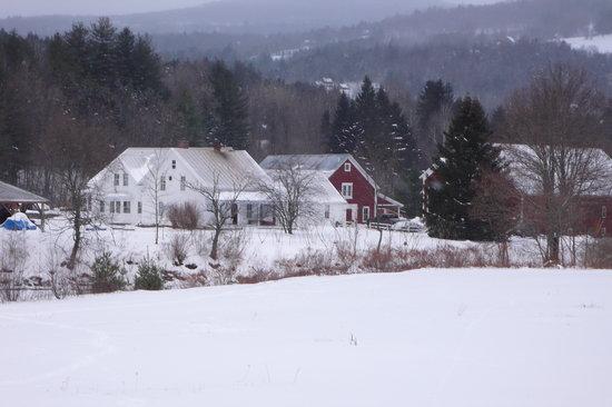 Lareau Farm  Inn: Snowy Lareau Farm