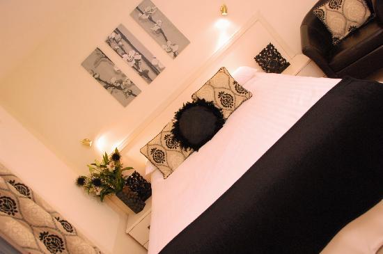 The Black Swan: Room 7