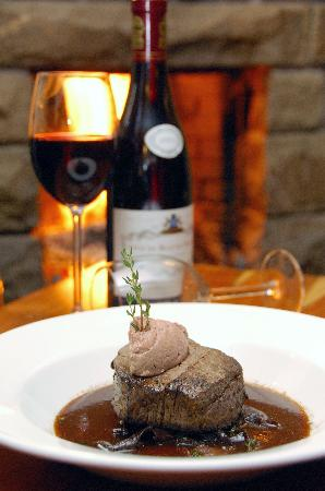 The Black Swan: Fillet Steak & Red Wine - Perfection!