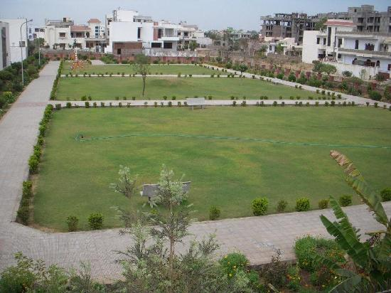 Jaipur Friendly Villa: View from the Window of a Lush Green park