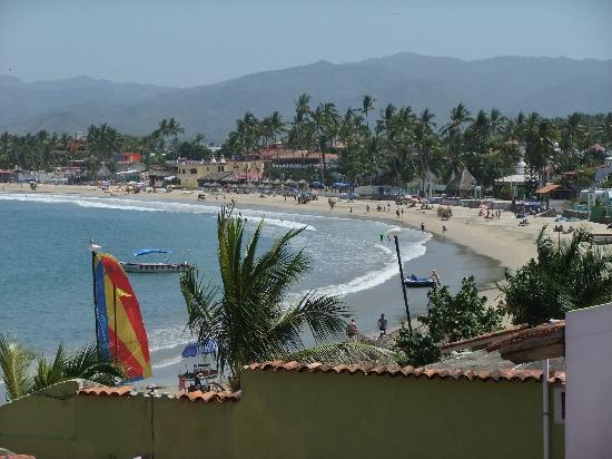 Hotel Decameron Los Cocos: The beach at Guayabitos