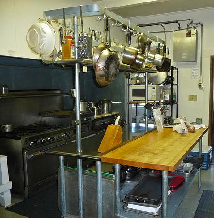 Crystalwood Lodge: A full professional kitchen is available for guests to use. You bring your own food and clean up