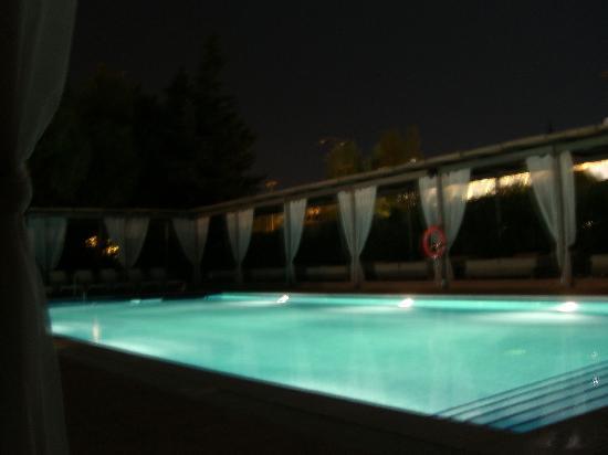 Zafiro Palmanova: Adult only pool