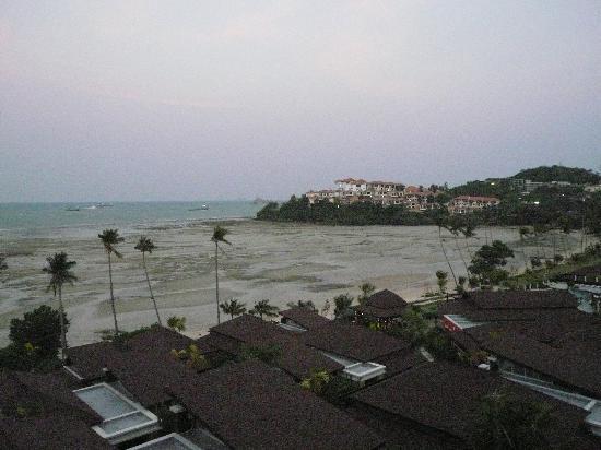 Pullman Phuket Panwa Beach Resort: marée basse