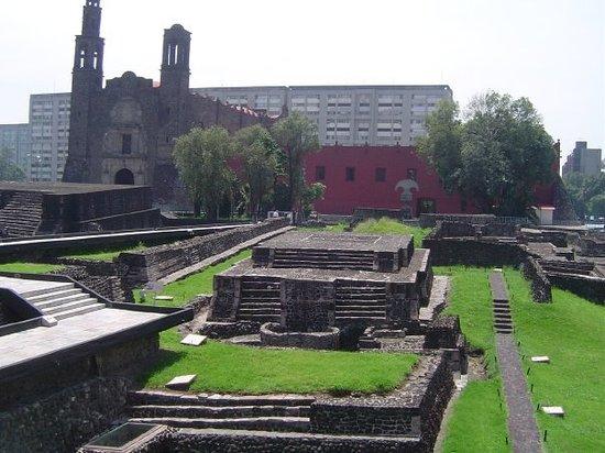 Zona Archeologica TlatelolcoPiramidePlaza de las tres culturasMéxico City, D.F., México2